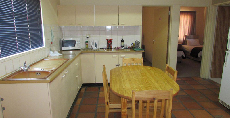 Self-catering family - kitchen